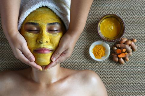 7 Amazing Benefits of Turmeric for Youthful Skin